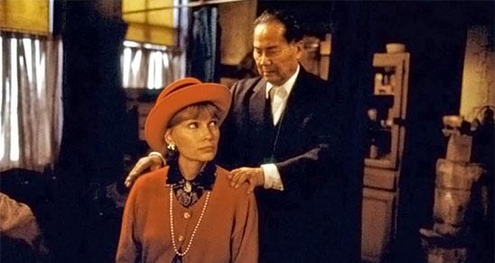 Mia Farrow et Keye Luke dans Alice (1990)